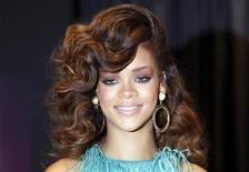 """Cantora Rihanna no lançamento de seu perfume """"Reb'l Fleur"""", em Londres, em agosto. A cantora foi obrigada a cancelar um show em Malmo, na Suécia, depois de ser internada por causa de uma gripe na noite de segunda-feira. 19/08/2011  REUTERS/Stefan Wermuth"""