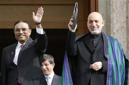 Presidents Asif Ali Zardari of Pakistan (L) and Hamid Karzai of Afghanistan greet media members in Istanbul November 1, 2011. REUTERS/Murad Sezer