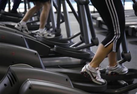 Clients work out on machines at the Bally Total Fitness facility in Arvada, Colorado June 15, 2009. REUTERS/Rick Wilking