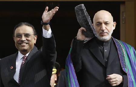 Presidents Asif Ali Zardari of Pakistan (L) and Hamid Karzai of Afghanistan greet media members in Istanbul November 1, 2011. REUTERS/Murad Sezer