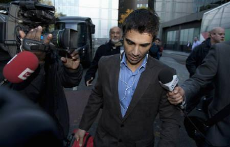 Former Pakistan cricket captain Salman Butt looks down as he leaves Southwark Crown court after being found guilty of conspiracy to cheat and also guilty of conspiring to accept corrupt payments, in London November 1, 2011.  REUTERS/Philip Brown
