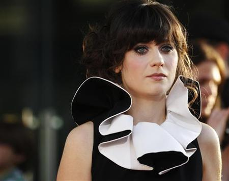 Actress Zooey Deschanel poses at the premiere of her new film ''Our Idiot Brother'' in Hollywood, California August 16, 2011. REUTERS/Fred Prouser