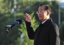 <p>China's Premier Wen Jiabao gestures as he delivers a speech before the launch of China's unmanned space module Tiangong-1 in Jiuquan Satellite Launch Center, Gansu province September 30, 2011. REUTERS/China Daily</p>