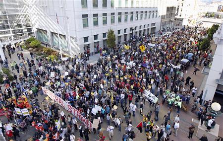 Protesters block Oakland streets in general strike bid | Reuters.com