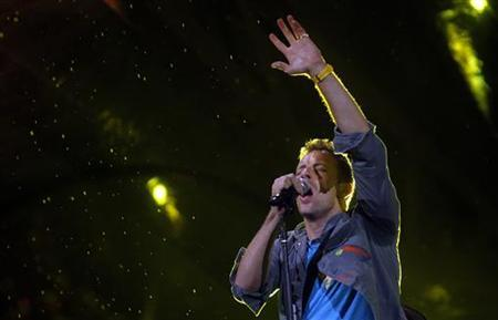 Coldplay's lead vocalist Chris Martin performs on stage during the band's world presentation of their new album ''Mylo Xyloto'' at Madrid's Las Ventas bullring October 26, 2011. REUTERS/Susana Vera