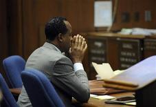 O médico de Michael Jackson, Dr. Conrad Murray, no tribunal durante seu julgamento sobre a morte de Michael Jackson, em Los Angeles. 01/11/2011 REUTERS/Kevork Djansezian/Pool