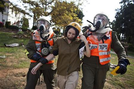 An Israeli soldier (C) role playing as a mock victim is evacuated during a drill simulating a missile attack in Holon near Tel Aviv November 3, 2011.  REUTERS/Nir Elias