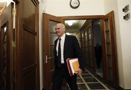 Greek Prime Minister George Papandreou arrives at an urgent cabinet meeting in the Greek parliament in Athens November 3, 2011. REUTERS/Yiorgos Karahalis