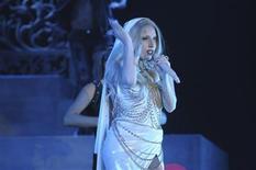 """<p>La cantante Lady Gaga durante una presentación en Greater Noida, India, oct 31 2011. Lady Gaga lanzó el miércoles la Fundación """"Born This Way"""" para apoyar programas relacionados con la integración de los jóvenes y ayudar a las personas que se enfrentan al acoso escolar y al abandono. REUTERS/Lap/Handout Imagen para uso no comercial, ni ventas, ni archivos. Solo para uso editorial. No para su venta en marketing o campañas publicitarias. Esta imagen fue entregada por un tercero y es distribuida, exactamente como fue recibida por Reuters, como un servicio para clientes.</p>"""