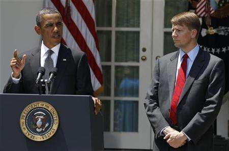 U.S. President Barack Obama (L) announces that Richard Cordray is his choice to serve as the first Director of the Consumer Financial Protection Bureau, in the Rose Garden of the White House in Washington, July 18, 2011.              REUTERS/Larry Downing