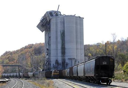 The remains of an Atchinson, Kansas grain elevator, owned by Bartlett Grain Co., are shown on October 30, 2011 following an evening grain dust explosion that occurred October 29.   REUTERS/Dave Kaup