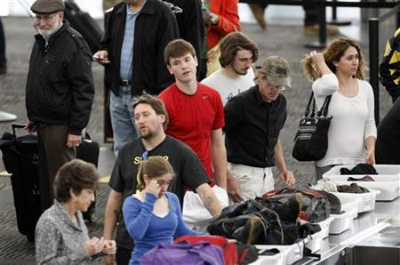 Travelers line up at Denver International Airport on the day before the Thanksgiving holiday in Denver November 24, 2010. REUTERS/Rick Wilking