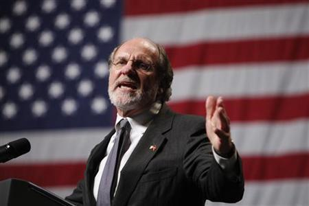 New Jersey Governor Jon Corzine speaks at a campaign rally at Susquehanna Bank Center in Camden, New Jersey, November 1, 2009.    REUTERS/Jim Young