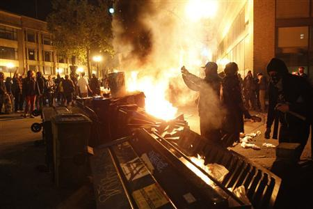 Occupy Oakland demonstrators burn garbage in Oakland, November 3, 2011. REUTERS/Stephen Lam