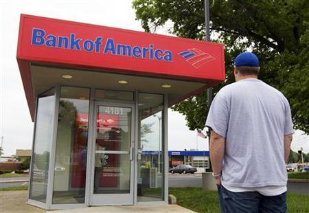 A customer waits to use a Bank of America ATM in Charlotte, North Carolina April 14, 2010.  REUTERS/Chris Keane