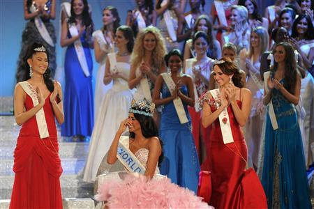 Miss Venezuela, Ivian Sarcos, reacts after being crowned Miss World 2011 in Earls Court in west London November 6, 2011    REUTERS/Paul Hackett