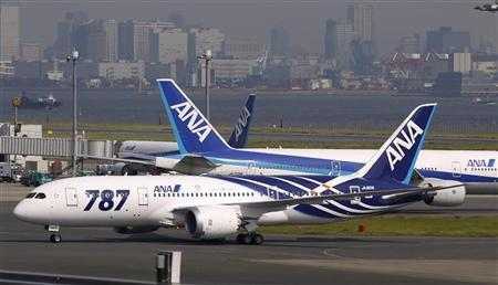 A Boeing 787 Dreamliner aircraft (front) taxis after landing for delivery to All Nippon Airways (ANA) of Japan at Haneda airport in Tokyo September 28, 2011. REUTERS/Toru Hanai