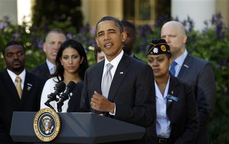 U.S. President Barack Obama announces initiatives to get veterans back to work during a statement in the Rose Garden of the White House in Washington November 7, 2011.   REUTERS/Kevin Lamarque