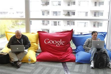 Attendees in the common area at the Google I/O Developers Conference in San Francisco,  May 11, 2011. REUTERS/Beck Diefenbach
