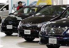 <p>A staff of Toyota Motor Corp checks the inside of a vehicle displayed at the company's showroom in Tokyo November 1, 2011. REUTERS/Yuriko Nakao</p>