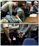 Комбинированное фото, на котором видно, как  офицер полиции надевает наручники на доктора Конрада Мюррея в суде в Лос-Анджелесе, 7 ноября 2011 года. Коллегия присяжных признала личного врача Майкла Джексона виновным в непредумышленном убийстве певца в 2009 году. REUTERS/TV POOL/Pool