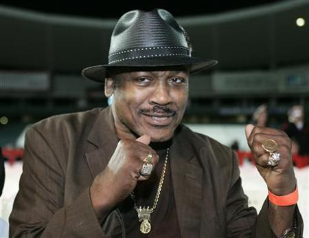 Former heavyweight World boxing champion Joe Frazier shapes up at ringside in Sydney May 17, 2006.
