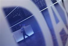 Логотип индекса DAX на фондовой бирже во Франкфурте-на-Майне, 8 ноября 2011 года. Европейские рынки акций растут во вторник на фоне хорошей отчетности компаний, прервав двухдневный спад, вызванный неопределенностью политической ситуации в Италии. REUTERS/Alex Domanski