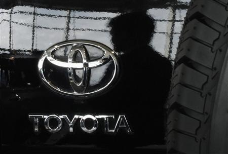A visitor is reflected on a Toyota car at the company's showroom in Tokyo, November 8, 2011.  REUTERS/Toru Hanai