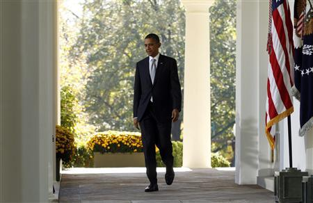 President Obama walks into the Rose Garden of the White House to announce initiatives to get veterans back to work in Washington November 7, 2011.   REUTERS/Kevin Lamarque