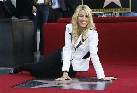 Colombian singer Shakira poses on her star after it was unveiled on the Hollywood Walk of Fame in Hollywood, California November 8, 2011. REUTERS/Mario Anzuoni
