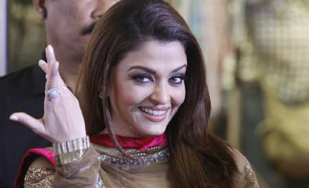 Actress Aishwarya Rai Bachchan gestures on the red carpet of the Bollywood Zee Cine Awards at the Marina Bay Sands in Singapore January 14, 2011. REUTERS/Vivek Prakash/Files
