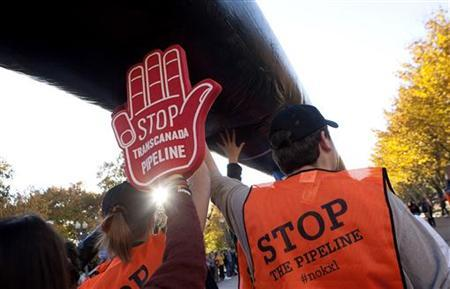 Demonstrators call for the cancellation of the Keystone XL pipeline during a rally in front of the White House in Washington November 6, 2011. Protesters are unhappy about TransCanada Corp's plan to build the massive pipeline to transport crude from Alberta, Canada, to Texas. REUTERS/Joshua Roberts