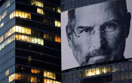 A portrait of Apple co-founder and former CEO Steve Jobs is placed on the Federation Tower skyscraper in Moscow's new business district, October 19 2011. REUTERS/Denis Sinyakov