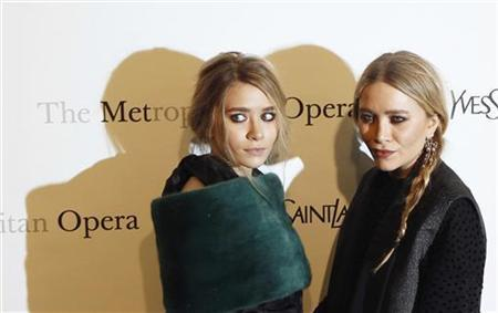 Actresses Ashley (L) and Mary-Kate Olsen arrive for the Metropolitan Opera's premiere of ''Le Comte Ory'' at Lincoln Center in New York March 24, 2011.  REUTERS/Lucas Jackson