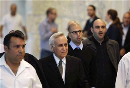 Former Israeli President Moshe Katsav (2nd L) arrives to the Supreme Court to hear the verdict of his appeal on a rape conviction in Jerusalem November 10, 2011. REUTERS/Baz Ratner