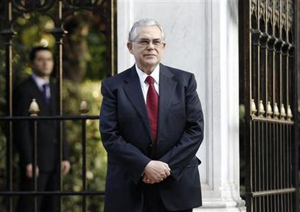 Incoming Prime Minister Lucas Papademos stands outside the Presidential palace after a meeting with Greek political leaders in Athens November 10, 2011.    REUTERS/Yiorgos Karahalis