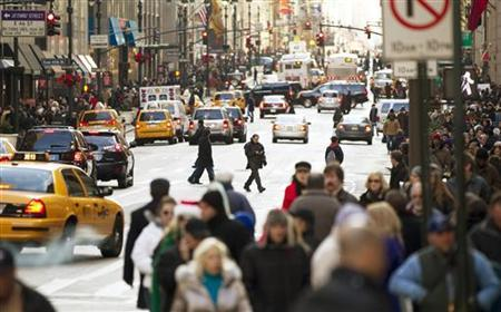 Pedestrians walk across 5th Avenue while shopping in New York December 22, 2010.   REUTERS/Lucas Jackson