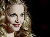 """Madonna na estreia de seu filme W.E., no Festival de Londres, em outubro. O agente de Madonna, Guy Oseary, disse que a cantora estava """"muito decepcionada"""" com o vazamento de uma amostra de sua nova canção """"Give Me All Your Love"""" na Internet. 23/10/2011  REUTERS/Luke MacGregor"""