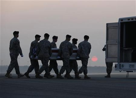 A U.S. Army carry team moves the transfer case containing the body of a soldier at Dover Air Force Base, Delaware August 4, 2009. REUTERS/Molly Riley