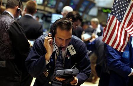A trader works on the main trading floor of the New York Stock Exchange November 10, 2011. Stocks rebounded on Thursday, a day after the S&P 500 suffered its worst day since mid-August as Italian bond yields eased.  REUTERS/Mike Segar
