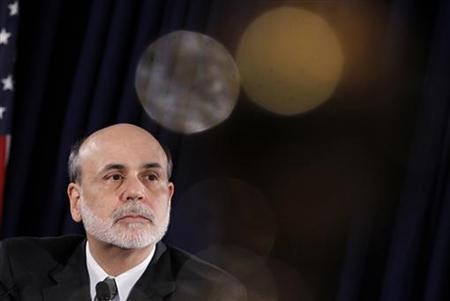 Federal Reserve Chairman Ben Bernanke pauses during a news conference following a two-day policy session in Washington November 2, 2011.   REUTERS/Jason Reed