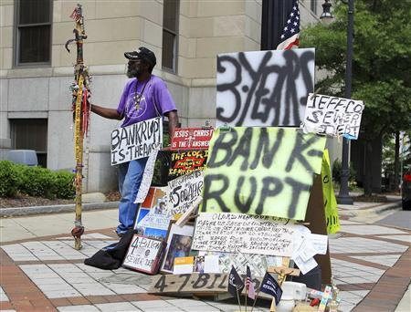 Joe Minter, a resident of Jefferson county for 66 years, pickets in front of the Jefferson County Municipal building protesting the sewer bond debt, in Birmingham, Alabama, in this file image from August 9, 2011. REUTERS/Marvin Gentry/Files