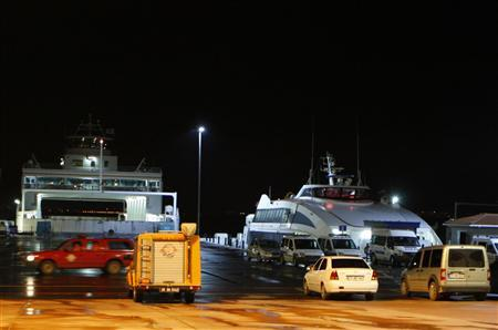 Police officers and rescue teams stand at a port in Yalova, November 11, 2011.  REUTERS/Osman Orsal