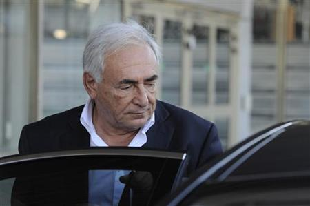 Former IMF chief Dominique Strauss-Kahn arrives at Orly airport near Paris September 28, 2011.     REUTERS/Gonzalo Fuentes