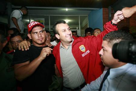 Baseball player Wilson Ramos (L)  is embraced by Venezuela interior minister Tarek El Aissami (2nd R) after being rescued in Valencia November 12, 2011. REUTERS/Luis Hernandez