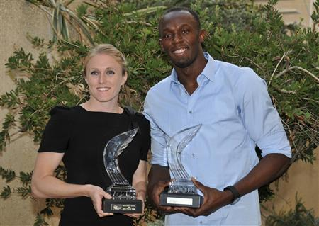 Sally Pearson (L) of Australia, World Champion in the 100 metres hurdles, and Usain Bolt of Jamaica, five-time World and three-time Olympic gold medalist, pose with their IAAF Athlete of the Year awards in Monte Carlo November 12, 2011. REUTERS/Jean-Pierre Amet