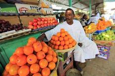 A vegetable vendor waits for customers at his shop in Khartoum, Sudan May 12, 2011.   REUTERS /Mohamed Nureldin Abdallah