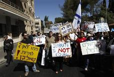 Israelis attend a protest against segregating men and women on the streets of Jerusalem's Mea Shearim neighbourhood September 29, 2010. REUTERS/Ronen Zvulun