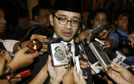 Indonesian Foreign Minister Marty Natalegawa speaks to reporters in Jakarta October 22, 2009. REUTERS/Crack Palinggi/Files
