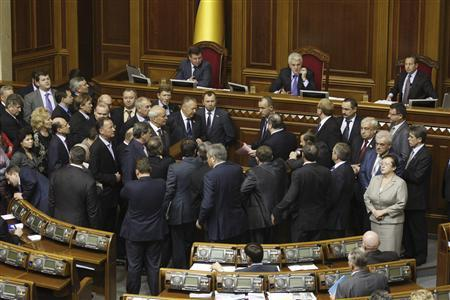 Opposition deputies block the podium during a session in the chamber of the Ukrainian parliament in Kiev November 15, 2011.  REUTERS/Vladimir Sindeyev